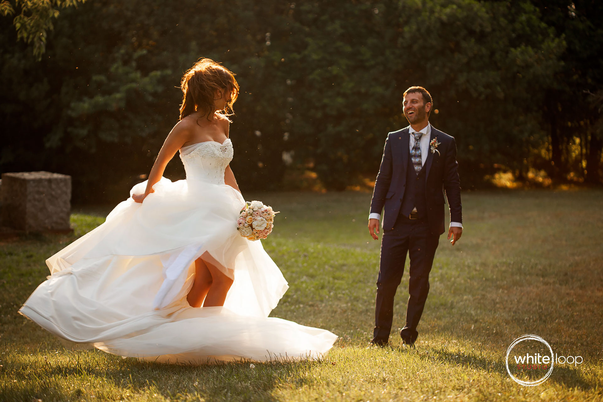 The bride and groom in an Italian landscape that describes the happiness between the two lovers.