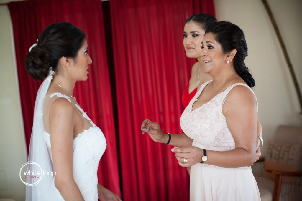 Vero and Misael - getting ready for the wedding- Acapulco, Mexico