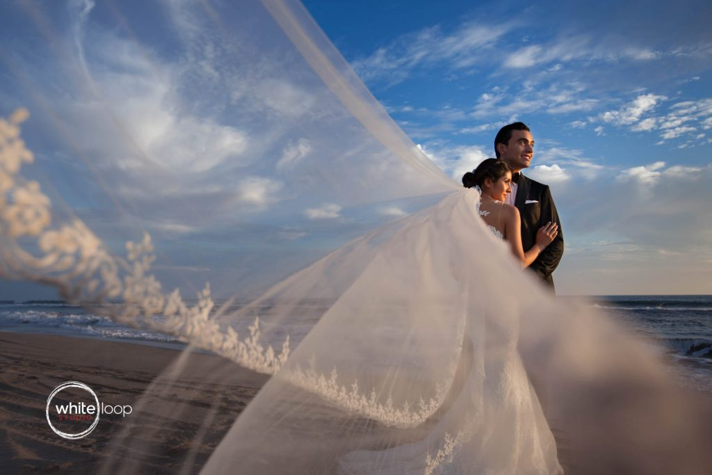 Vero and Misael after their wedding - Acapulco, Mexico - Trash the dress pictures