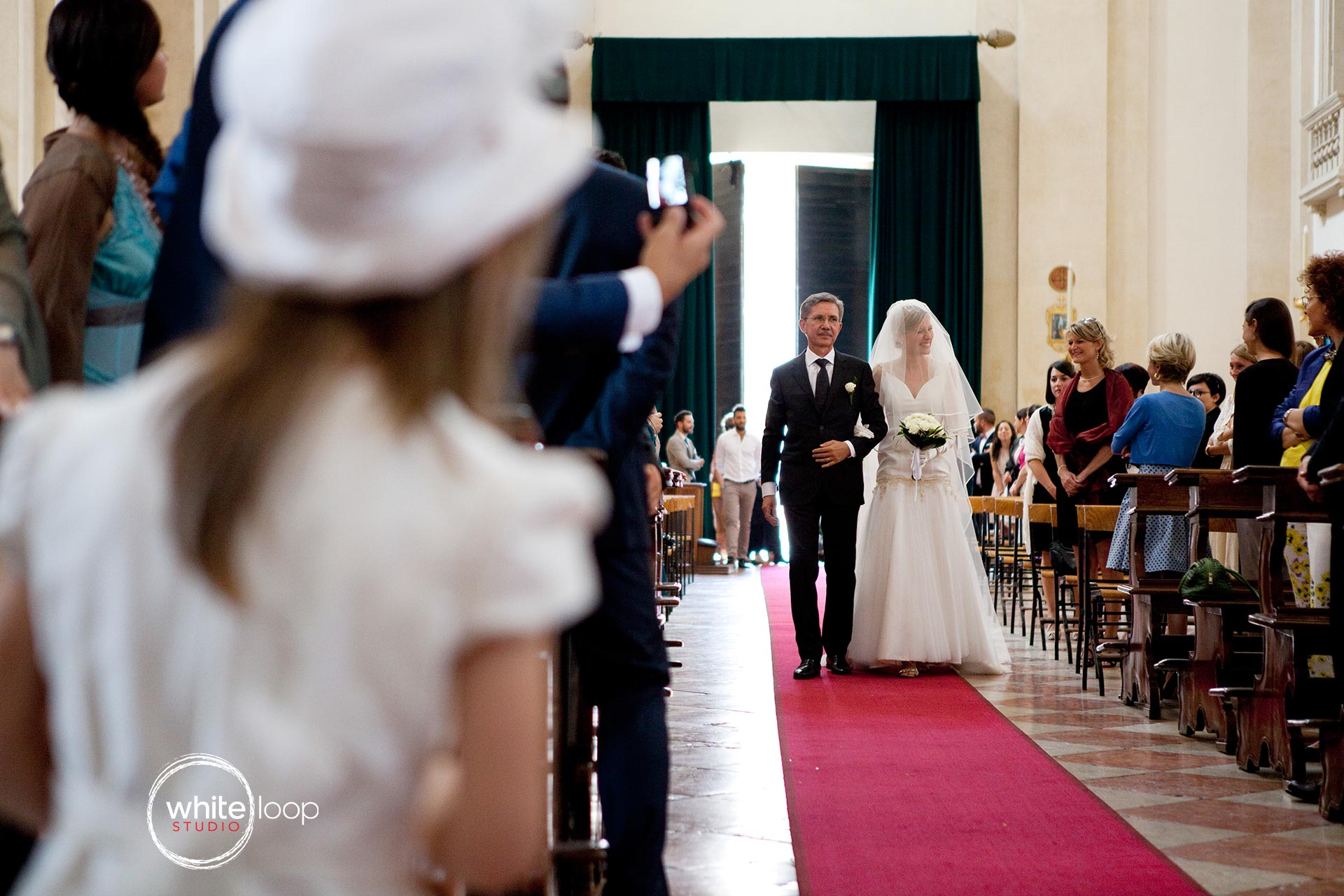The bride is brought to the altar by the main aisle by her father to deliver her with the groom.
