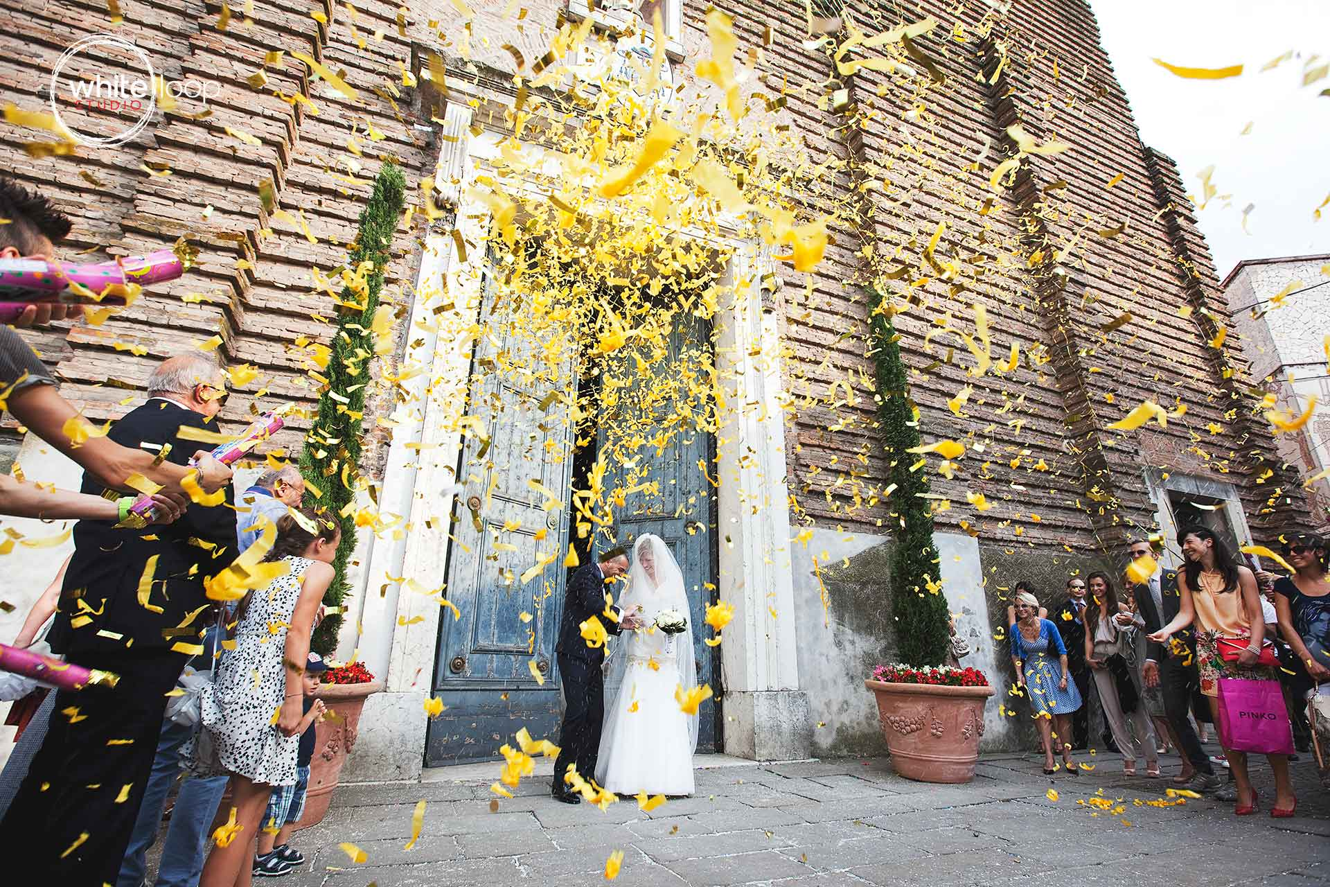 the Italian tradition wants that the guests throw up rise to the bride and groom, for finishing the ceremony of engagement outside the church.